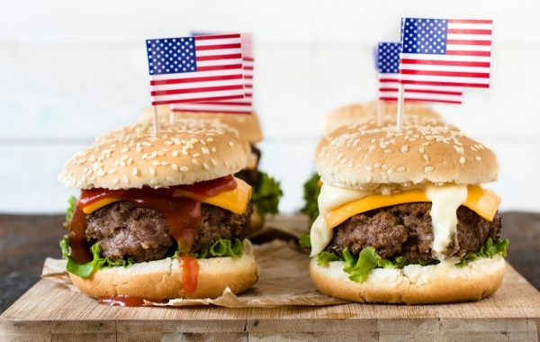 Red-white-and-blue-burgers-1280×853-720×380